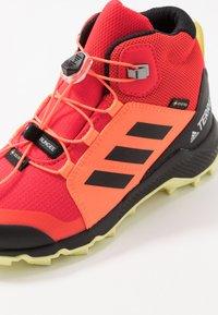 adidas Performance - TERREX MID GORE-TEX - Outdoorschoenen - shock red/core black/yellow tint - 2