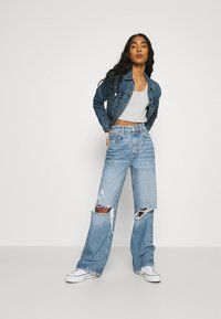 Gina Tricot - IDUN WIDE - Flared jeans - blue destroy - 1