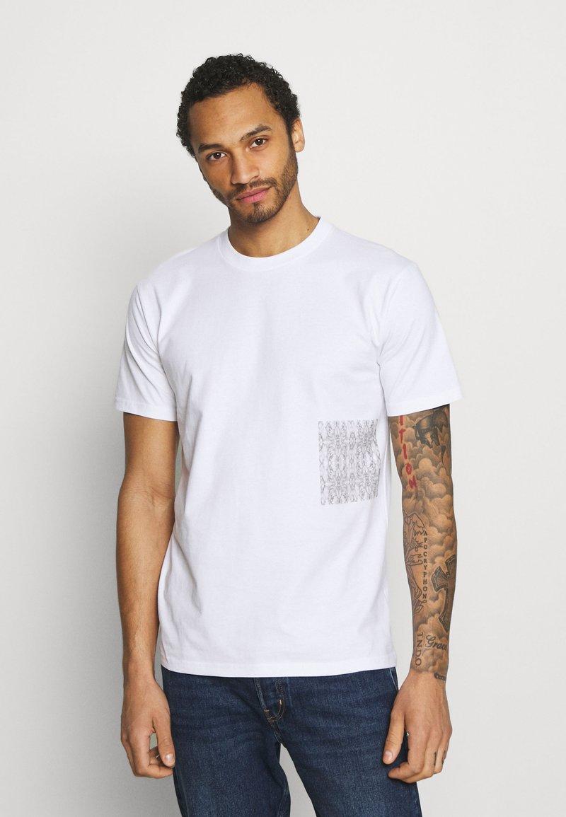 YAVI ARCHIE - MARBLE - Print T-shirt - white