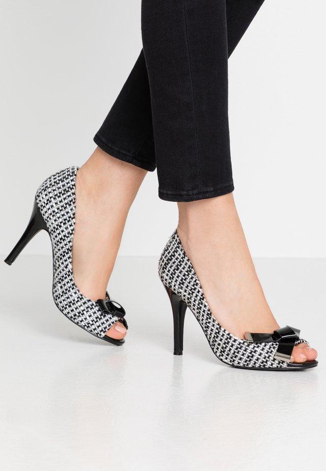 CELESTIA - Høye hæler med åpen front - black/white