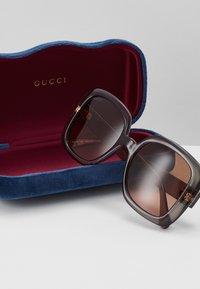 Gucci - Okulary przeciwsłoneczne - grey/brown - 3
