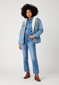 Wrangler - WILD WEST - Straight leg jeans - bluebell - 1