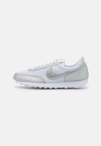 DAYBREAK - Trainers - white/metallic silver