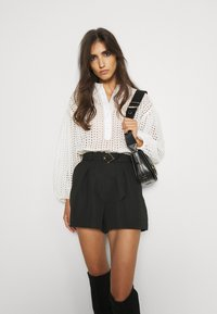 Claudie Pierlot - ELGA - Shorts - noir - 4