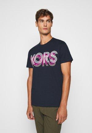OPTICAL TEE - T-shirt z nadrukiem - dark midnight