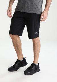 The North Face - SPEEDLIGHT SHORT - kurze Sporthose - black/black - 0