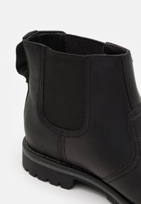 Timberland - LARCHMONT CHELSEA - Classic ankle boots - black - 5