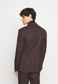 Isaac Dewhirst - SINGLE BREASTED TARTEN SUIT SET - Completo - red - 3