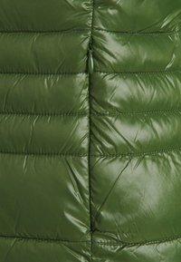 Vero Moda Tall - VMSORAYASIV SHORT JACKET - Light jacket - black forest - 2