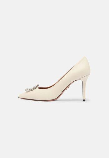 LISA - Classic heels - milk/silver/cry