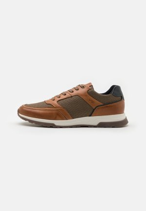 DAYMAN - Trainers - cognac/navy