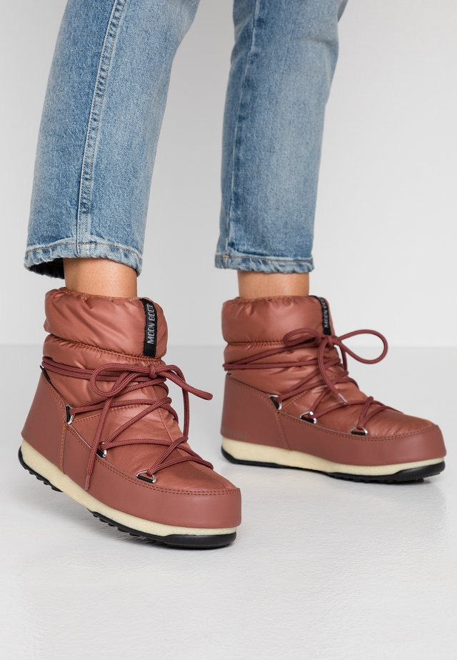 LOW  WP - Winter boots - rust