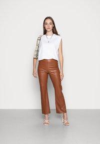 Soaked in Luxury - KAYLEE KICKFLARE PANTS - Pantalon classique - rubber - 2