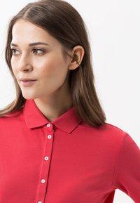 BRAX - STYLE CLEO - Polo shirt - papaya - 4
