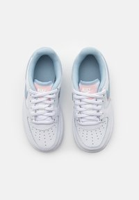 Nike Sportswear - FORCE 1 LV8  - Sneakers laag - white/light armory blue/arctic punch - 3