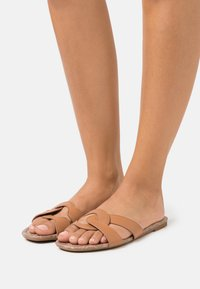 Coach - ESSIE - Mules - natural - 0