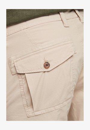 BERMUDES - Shorts - beige