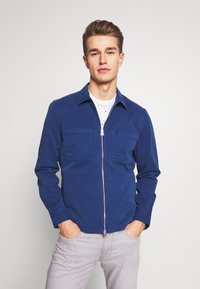 Marc O'Polo - LONG SLEEVE TWO PATCHED CHEST AND SIDE SEAM POCKETS - Veste légère - estate blue - 0