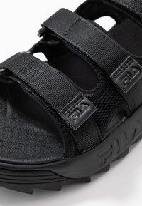 Fila - DISRUPTOR - Sandály na platformě - black - 2