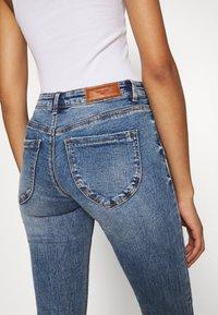 Vero Moda - VMLYDIA SKINNY BUTTON  - Skinny džíny - medium blue denim - 5