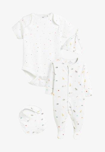 SLEEPSUIT, SHORT SLEEVE BODYSUIT, BIB AND HAT SET - Baby gifts - white