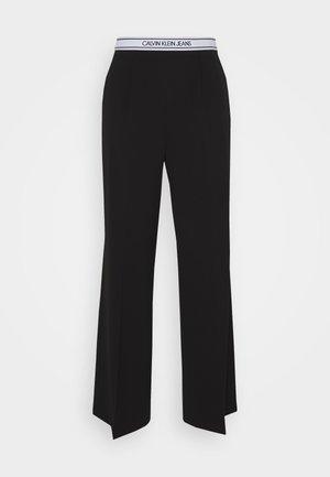 LOGO ELASTIC DRAPEY PANT - Trousers - black
