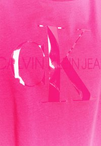 Calvin Klein Jeans - TONAL MONOGRAM TEE - Print T-shirt - party pink - 2