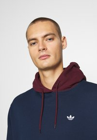 adidas Originals - SUMMER HOODY - Sweat à capuche - conavy/maroon - 3