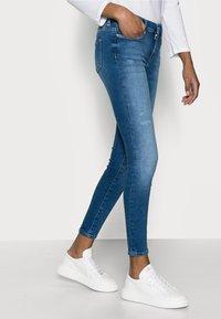 ONLY Petite - ONLSHAPE LIFE - Jeans Skinny Fit - light blue denim - 3