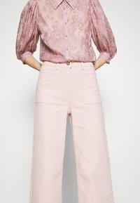 JUST FEMALE - SOLVIG - Jeans a zampa - sepia rose - 3