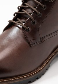 Base London - CALLAHAN - Botki sznurowane - washed brown - 5