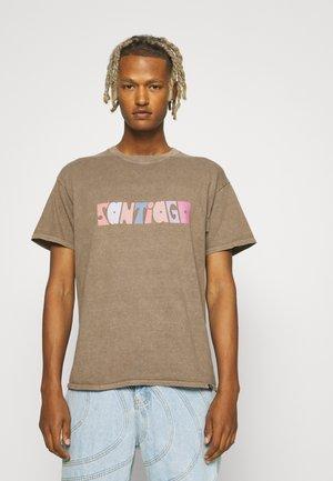 SANTIAGO DE CHILE GRAPHIC TSHIRT - T-shirt print - rust