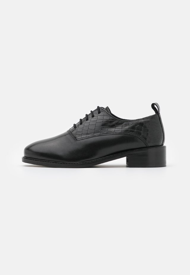 LATIGO WIDE FIT - Lace-ups - black
