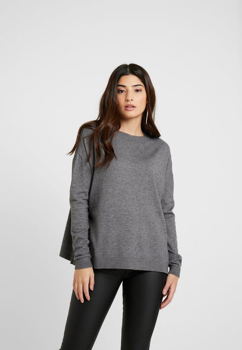 Vero Moda Petite - VMCHOU KARIS O NECK BUTTON - Strickpullover - medium grey melange