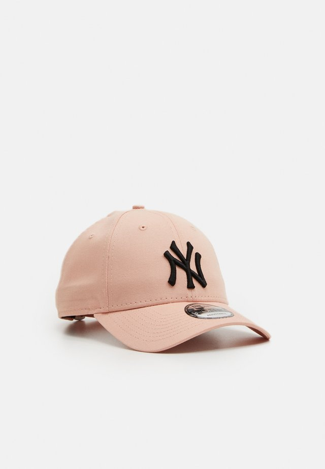 LEAGUE ESSENTIAL 9FORTY UNISEX - Pet - rosa