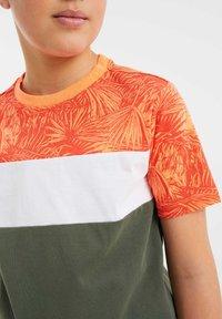 WE Fashion - MET COLOURBLOCK - Print T-shirt - red - 2