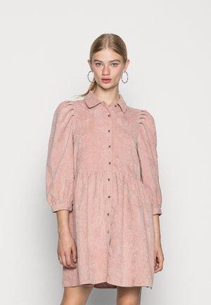 JDYULE SOFI PUFF SLEEVE BELT DRESS - Sukienka koszulowa - woodrose