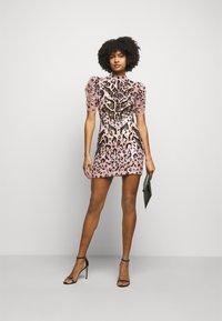 Temperley London - CANDY MINI DRESS - Koktejlové šaty/ šaty na párty - pale rose - 1