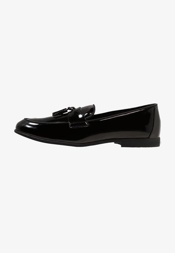 PRINCE PATENT LOAFER