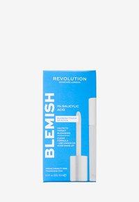 Revolution Skincare - REVOLUTION SKINCARE ANYTIME ANYWHERE 1% SALICYLIC ACID BLEMISH TOUCH UP STICK - Toner - - - 2