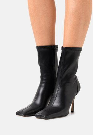 HALF MOON BOOTS - Classic ankle boots - black