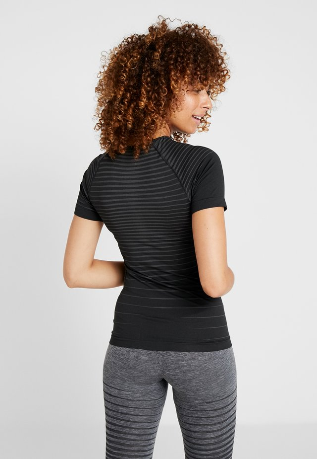 CREW NECK PERFORMANCE LIGHT - Maglietta intima - black