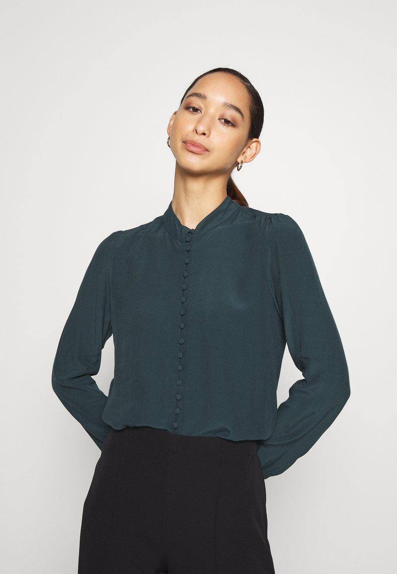 Vero Moda - JAPANISCHER - Button-down blouse - ponderosa pine