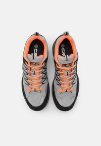 CMP - KIDS RIGEL TREKKING SHOE WP UNISEX - Hiking shoes - cemento/flash orange - 3