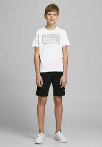 Jack & Jones Junior - JCOSHAWN - Print T-shirt - white - 0