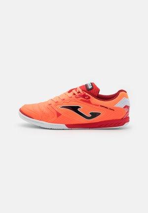 DRIBLING - Indoor football boots - orange