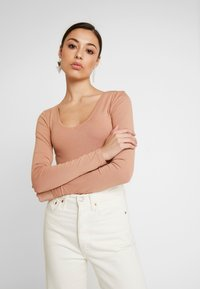Even&Odd - 2 PACK BODYSUIT BASIC - Long sleeved top - camel/black - 5