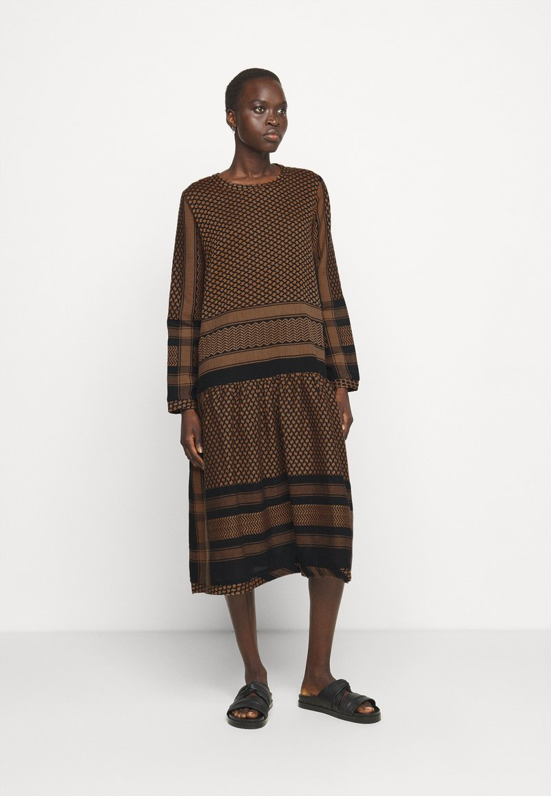 CECILIE copenhagen - JOSEFINE - Denní šaty - black/oak