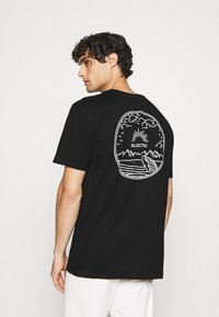 Selected Homme - SLHRELAXEDMILO ONECK TEE - Print T-shirt - black - 0