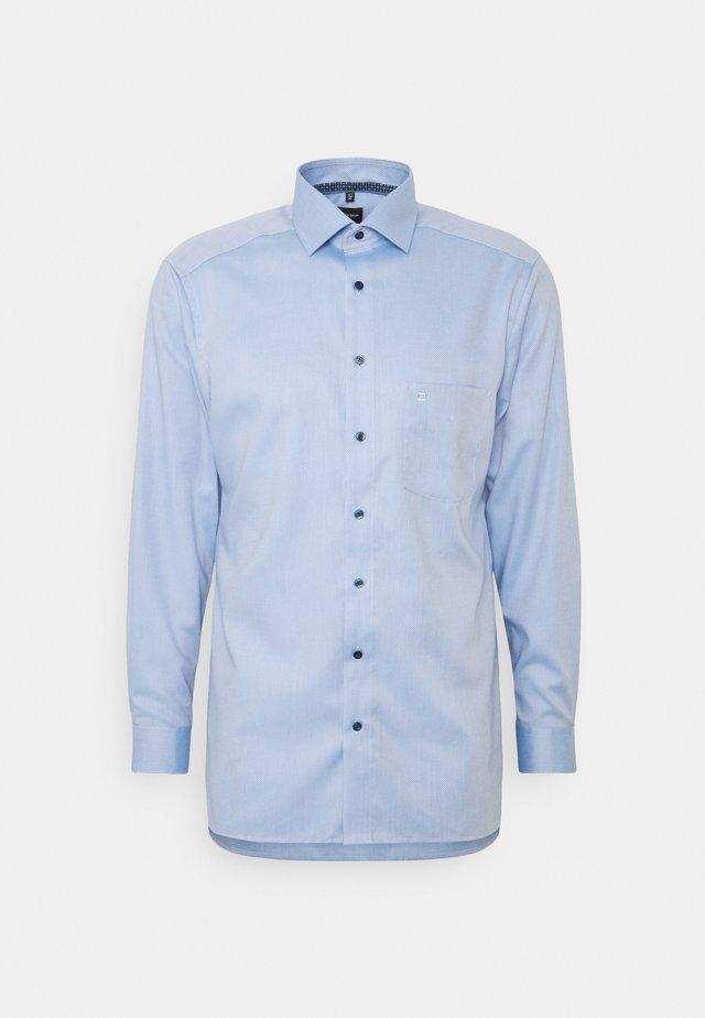 MODERN FIT - Business skjorter - bleu